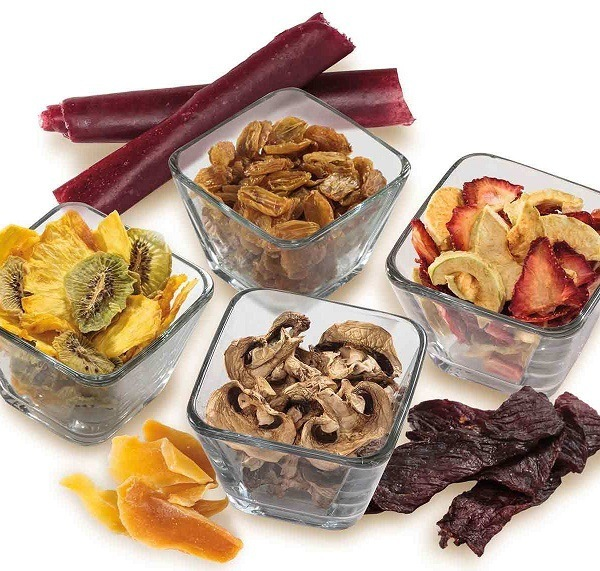 Dehydrated food in bowls.